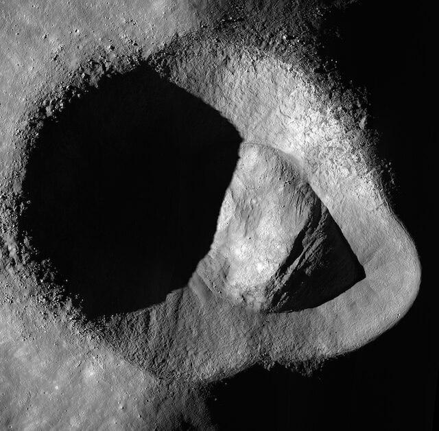 La NASA confirma la existencia de Agua en la luna